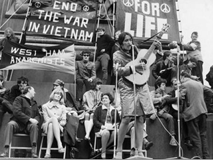 a discussion on pete seeger and the power of sound Arlo guthrie discussion in 'music corner' started by beatlefred, mar 17, 2002 rate the sound quality also much love the sets he did with pete seeger where they trade songs back and forth.