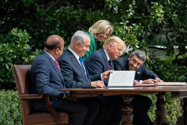 US Protocol Chief Cam Henderson, President Donald Trump, Bahrain Foreign Minister Dr. Abdullatif bin Rashid Al-Zayani, Israeli Prime Minister Benjamin Netanyahu and United Arab Emirates Foreign Minister Abdullah bin Zayed Al Nahyan.