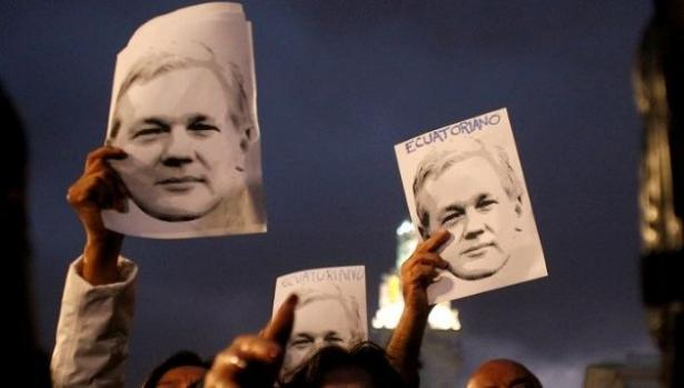 demonstrators with Assange photos