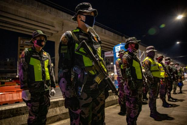 Police in Philippines told to shoot people during lockdown.
