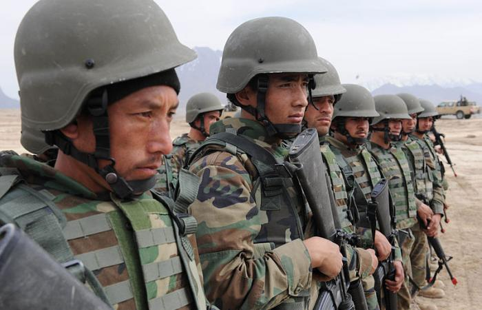 Afghan National Army soldiers begin training exercise.