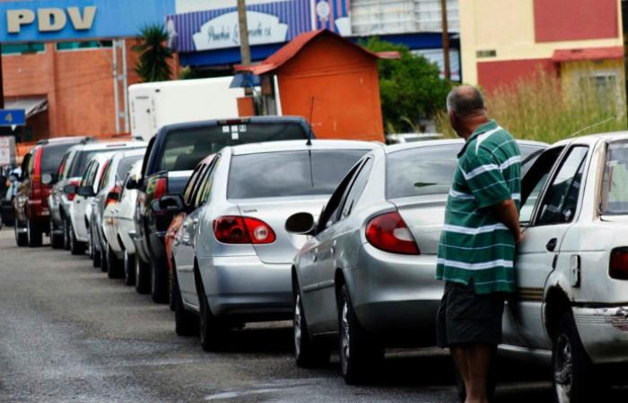 long line of cars waiting for fuel