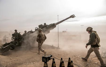 US troops firing large gun