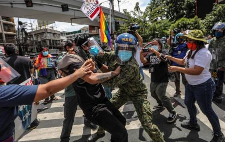 Police in Philippines attack and arrest demonstrators